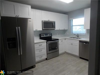 Deerfield Beach Condo/Townhouse For Sale: 810 SE 7th St #A107