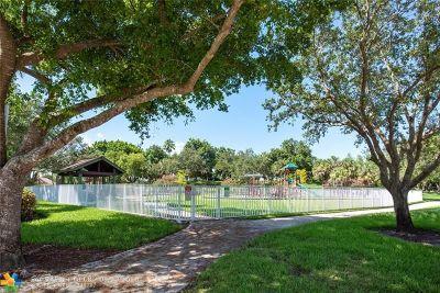 Weston Single Family Home For Sale: 4315 Fox Ridge Dr