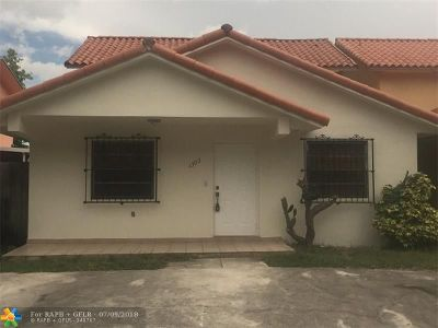 Hialeah Single Family Home For Sale: 1303 W 42nd St