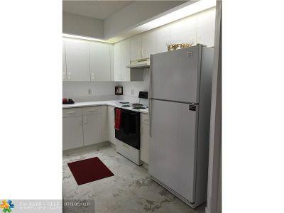 Pembroke Pines Condo/Townhouse For Sale: 901 SW 141st Av #402-M