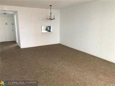 North Miami Beach Condo/Townhouse For Sale: 1850 NE 169th St #203
