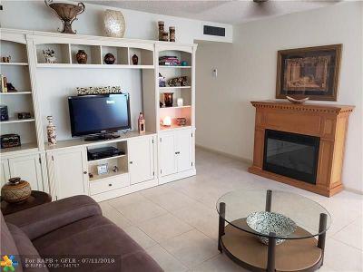 Delray Beach Condo/Townhouse For Sale: 294 Burgundy G #294