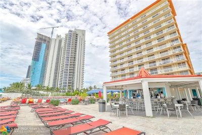 Sunny Isles Beach Condo/Townhouse For Sale: 19201 Collins Ave #719