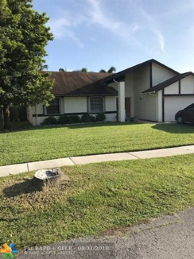 Lauderhill Single Family Home For Sale: 8611 NW 52nd St