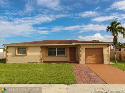 Boca Raton Single Family Home For Sale: 4720 Betelnut St