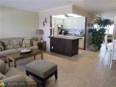 Deerfield Beach Condo/Townhouse For Sale: 53 Newport C #53