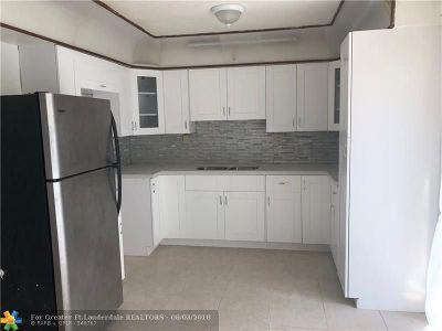 Pompano Beach Single Family Home For Sale: 2051 NE 2nd Ter