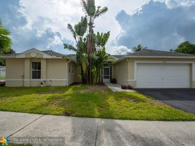 Davie Single Family Home For Sale: 3950 SW 72nd Ter