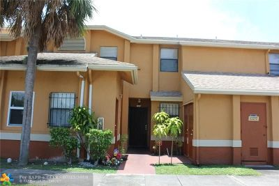 Lauderhill Condo/Townhouse For Sale: 2471 NW 56th Ave #3-15
