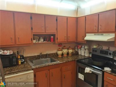 Coral Springs Condo/Townhouse For Sale: 3278 NW 104th Ave #3278