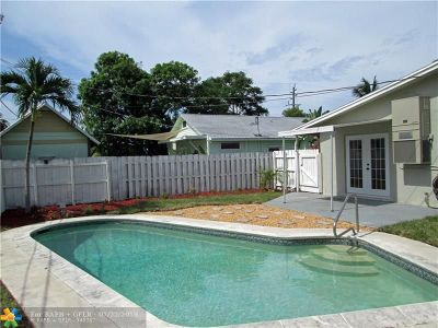 Pompano Beach FL Multi Family Home For Sale: $320,000