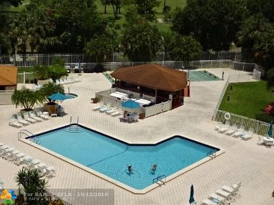 Lauderhill Condo/Townhouse For Sale: 3930 Inverrary Blvd #707-D