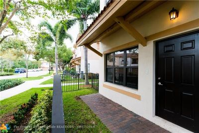 Coconut Creek Condo/Townhouse For Sale: 4766 Preserve St #4766