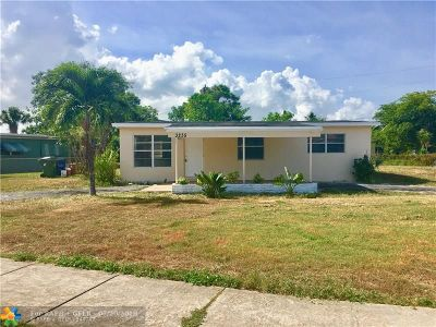 Lauderhill Single Family Home For Sale: 3235 NW 1st Ct