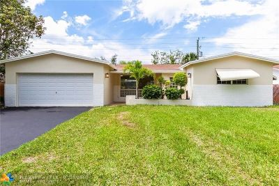 Miramar Single Family Home For Sale: 7821 Fairway Blvd