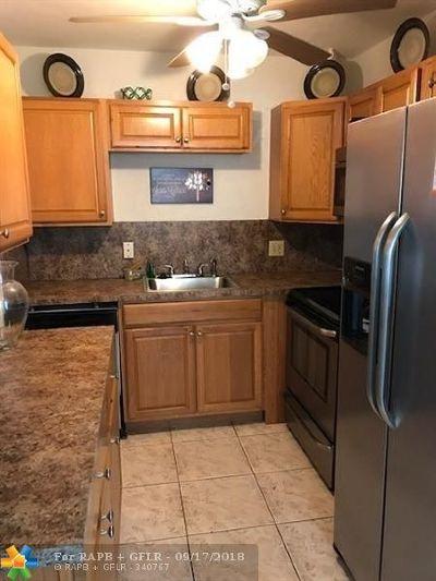 Deerfield Beach Condo/Townhouse For Sale: 267 Farnham L #267