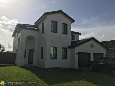 Hialeah Single Family Home For Sale: 18355 NW 89th Ave