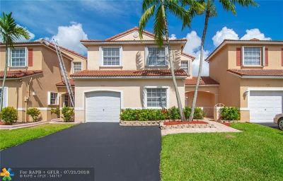 Pembroke Pines Single Family Home For Sale: 722 NW 173rd Ter