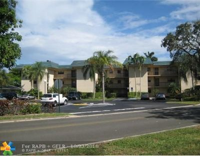 Plantation Condo/Townhouse For Sale: 200 Jacaranda Country Club Dr #B