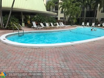 Fort Lauderdale Condo/Townhouse For Sale: 5300 NE 24th Ter #432C