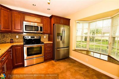 Pembroke Pines Condo/Townhouse For Sale: 10857 NW 8th St #10857
