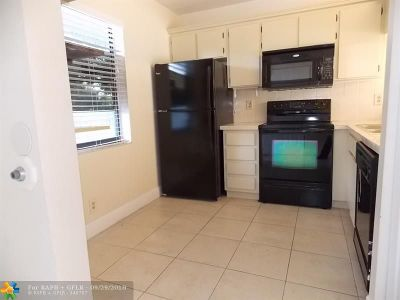 Plantation Condo/Townhouse For Sale: 10451 W Broward Blvd #309