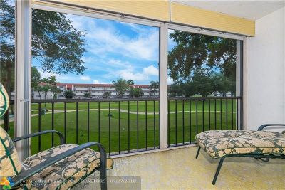 Pembroke Pines Condo/Townhouse For Sale: 671 S Hollybrook Dr #208
