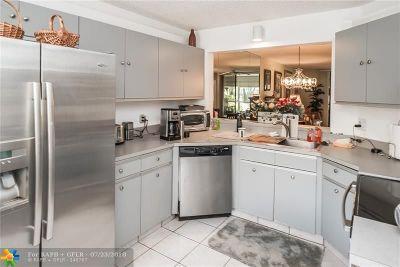Delray Beach Condo/Townhouse For Sale: 7533 Glendevon Ln #903