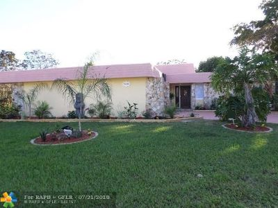 Tamarac Single Family Home For Sale: 5404 Banyan Ln