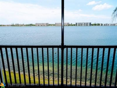 Oakland Park Condo/Townhouse For Sale: 115 Lake Emerald Dr #309