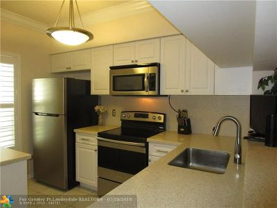 Weston Condo/Townhouse Backup Contract-Call LA: 25 Simonton Circle #25