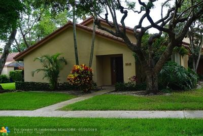Deerfield Beach Condo/Townhouse For Sale: 3032 Deer Creek Lake Shore Dr #3032
