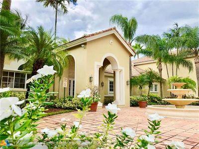 Davie Condo/Townhouse For Sale: 2640 S University Dr #108