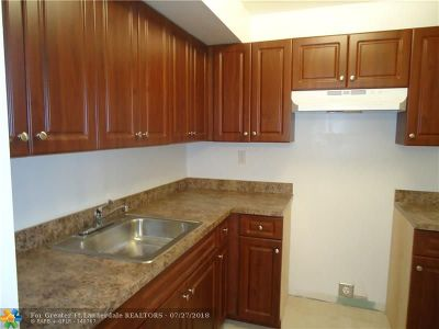 Lauderdale Lakes Condo/Townhouse For Sale: 3610 NW 21st St #313