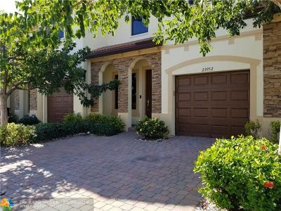 Homestead Condo/Townhouse For Sale: 23952 SW 117 Pl