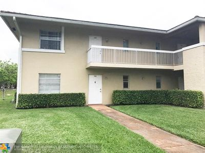 Coral Springs Condo/Townhouse For Sale: 10129 Twin Lakes Dr #10129