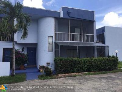 Davie Condo/Townhouse For Sale: 2774 S University Dr #10B