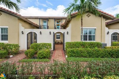 Pembroke Pines Condo/Townhouse For Sale: 1430 SW 147th Ter #1430
