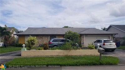Lauderhill Single Family Home For Sale: 7920 NW 51st St