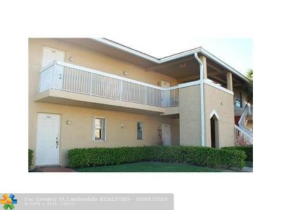Coral Springs Condo/Townhouse For Sale: 906 Twin Lakes Dr #8-J