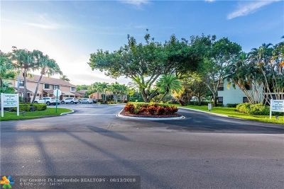 Coconut Creek Condo/Townhouse For Sale: 4053 N Carambola Cir N #2932