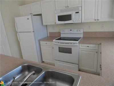 Pompano Beach Condo/Townhouse For Sale: 690 SW 6th Ct #690