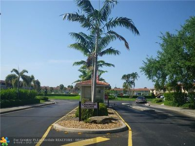 Coral Springs Condo/Townhouse For Sale: 10004 Twin Lakes Dr #10004