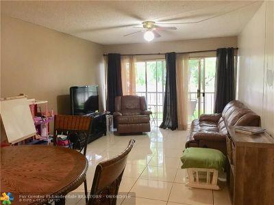 Plantation Condo/Townhouse For Sale: 471 N Pine Island Rd #102 D