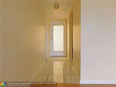 Lauderdale Lakes Condo/Townhouse For Sale: 2871 Somerset Dr #314