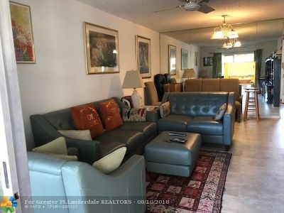 Boynton Beach Condo/Townhouse For Sale: 300 NE 26th Ave #2050