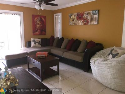 West Palm Beach Single Family Home For Sale: 1436 Pines Ln