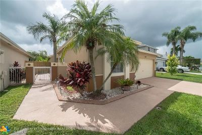 Sunrise Single Family Home For Sale: 304 S Ketch Dr
