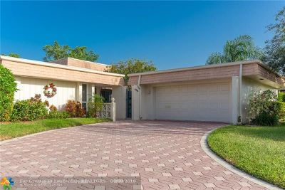 Tamarac Single Family Home For Sale: 5708 Coco Palm Dr