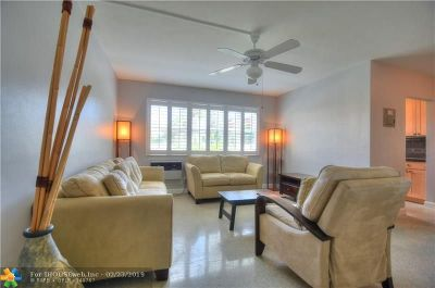 Fort Lauderdale Condo/Townhouse For Sale: 700 Antioch Ave #17